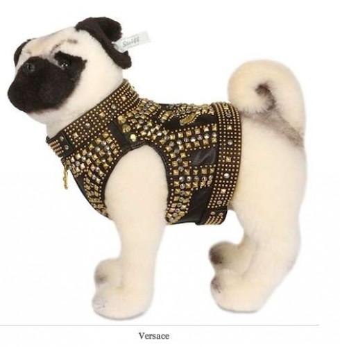 notizie animali, notizie divertenti, notizie strane, notizie commoventi, carlini, peluches, cani dipeluches, stilisti famosi, Unicef, collezione di abiti per cani